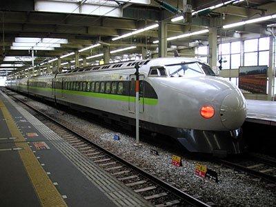 小生の世代にとって、新幹線と言えばやっぱりコレ!色は違っているのがちょっとざんねーん!