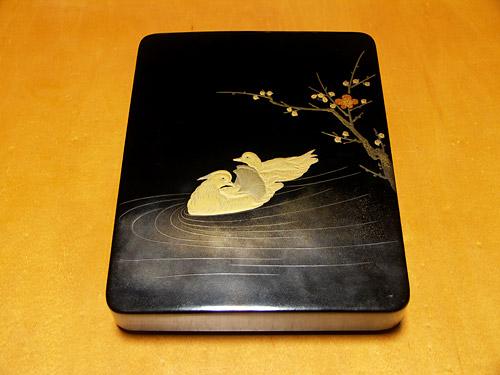 蒔絵梅に鴛鴦図硯箱
