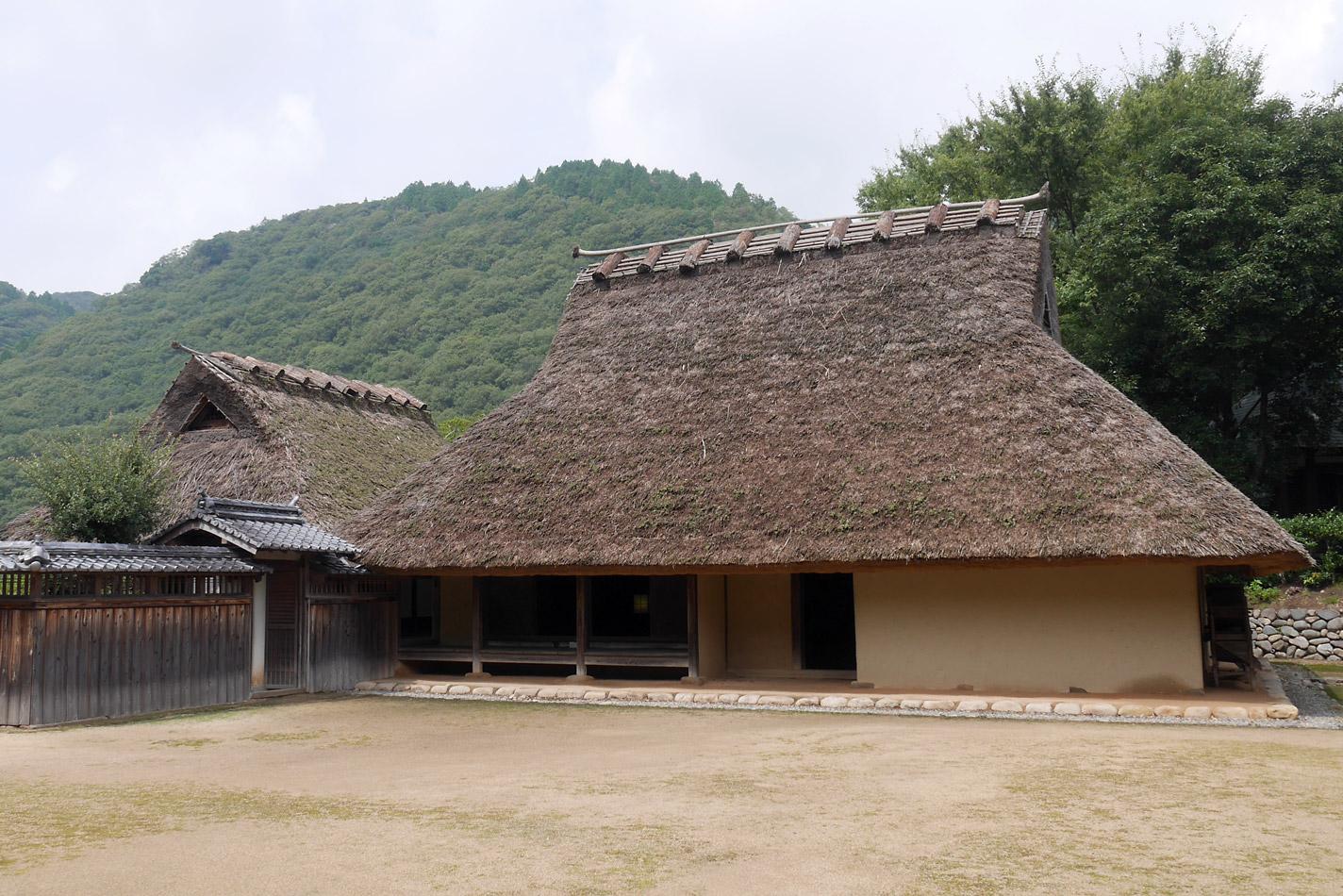 最古の民家、箱木千年家を訪ねる