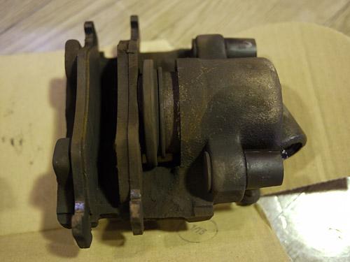 フォードKa ブレーキキャリパー固着