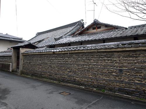 本隆寺の瓦塀
