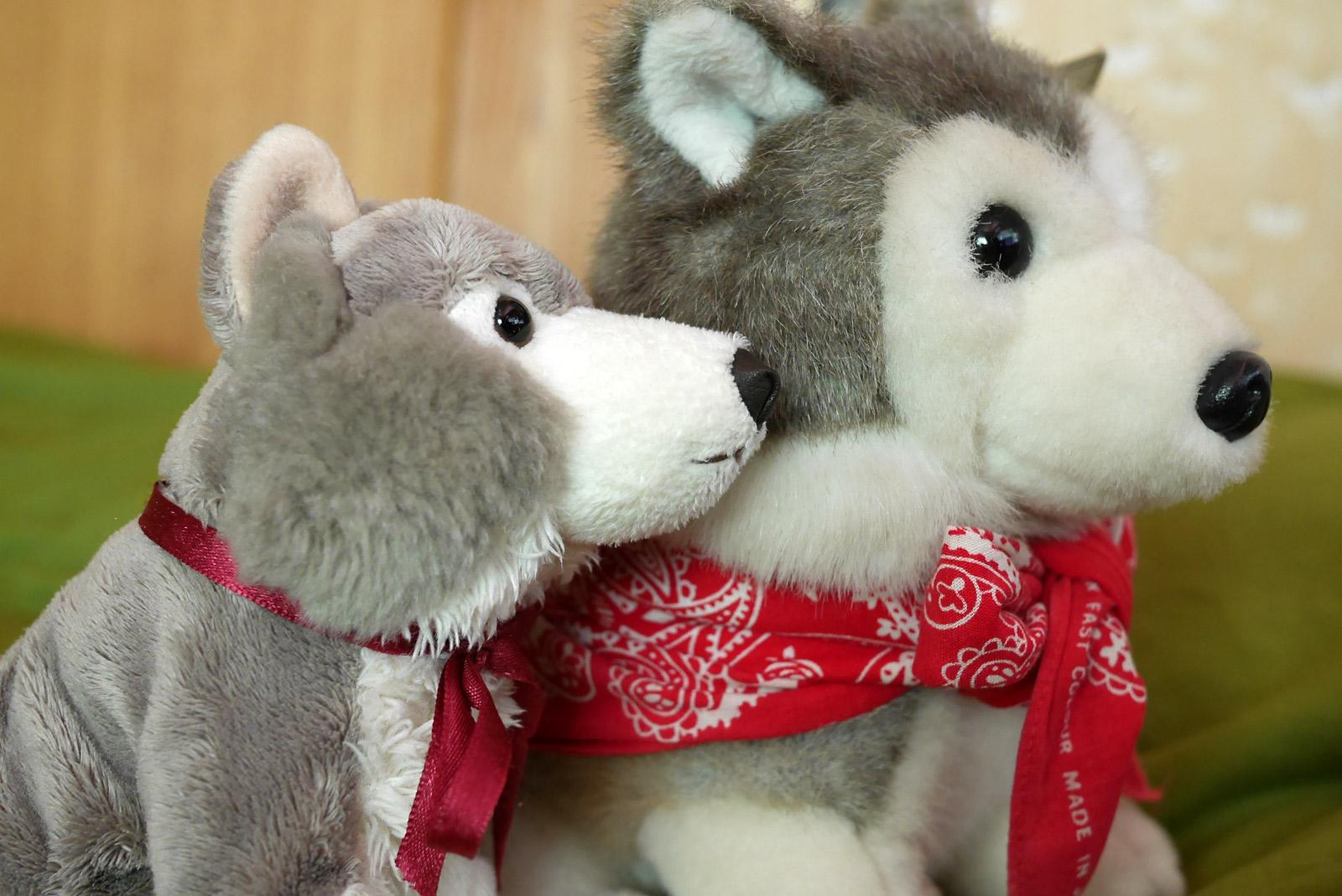 カロラータ リアルぬいぐるみのオオカミ