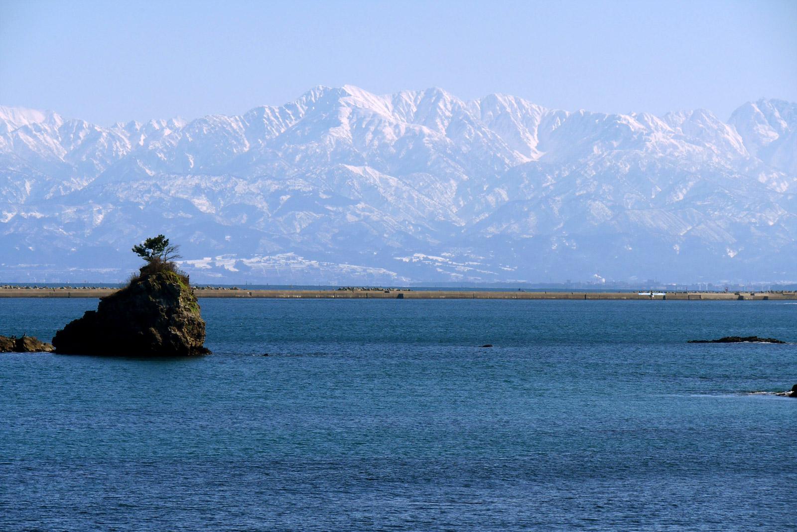 富山湾越しの立山連峰に惚れ込む